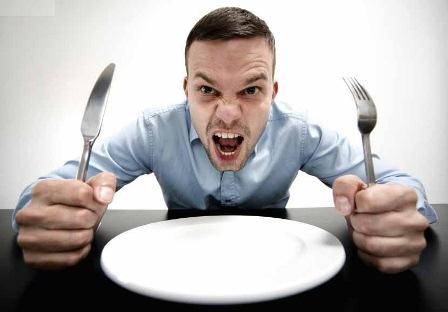 چرا بدن شما احساس گرسنگی کاذب میکند؟