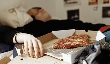 عادت های ناسالم قبل از خواب
