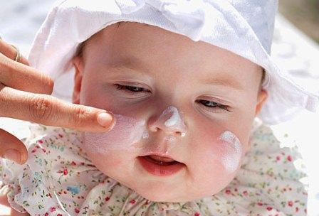 آشنایی با موادی که برای پوست کودک خطرناک است
