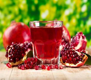 آب انار را به خاطر این ۱۵ مزیت هر روز بنوشید