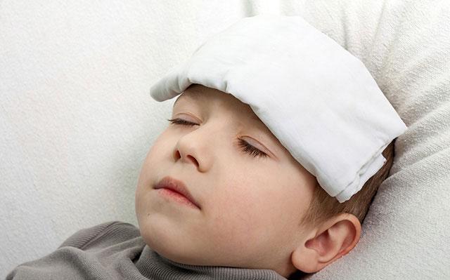 راههای پایین آوردن تب کودک