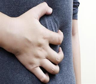 چرا زنان دچار درد شکم می شوند؟ ۱۲ عامل شناخته شده