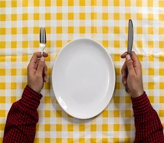 نخوردن وعده های غذایی با بدن چه می کند؟