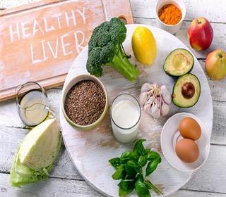 بهبود عملکرد کبد با مصرف ۱۳ ماده غذایی
