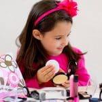 راههای دوری کودک از لوازم آرایش