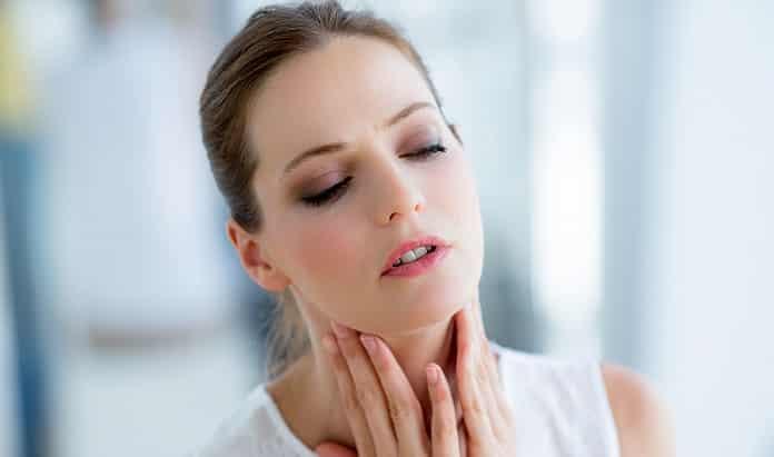سه درمان طبیعی گلو درد