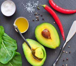 سیاهی دور چشم ها را با ۶ ماده غذایی کاهش دهید